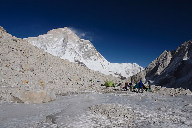 East Col Base Camp (5800 m).