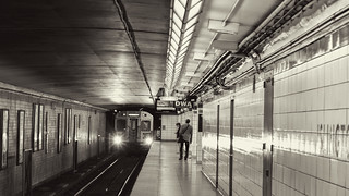 Islington_Subway_BW