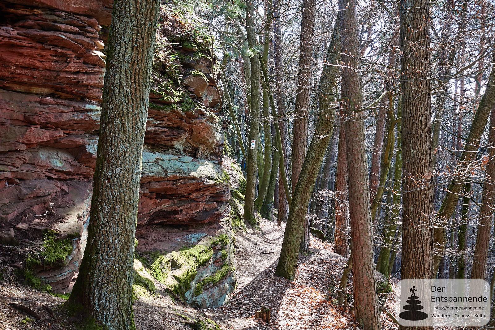 Abstieg von Burg Löwenstein auf dem Sagenweg Felsenland