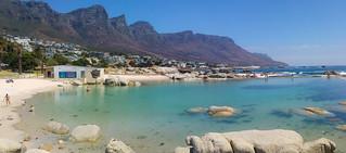 Billede af Camps Bay Beach i nærheden af Cape Town. cape town capetown southafrica south africa city camps bay swimming pool sea