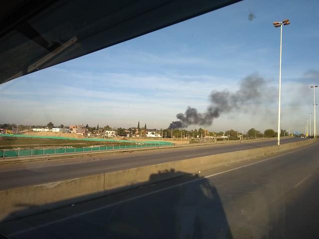 Colosal incendio en deposito de papelera de Esteban Echeverria
