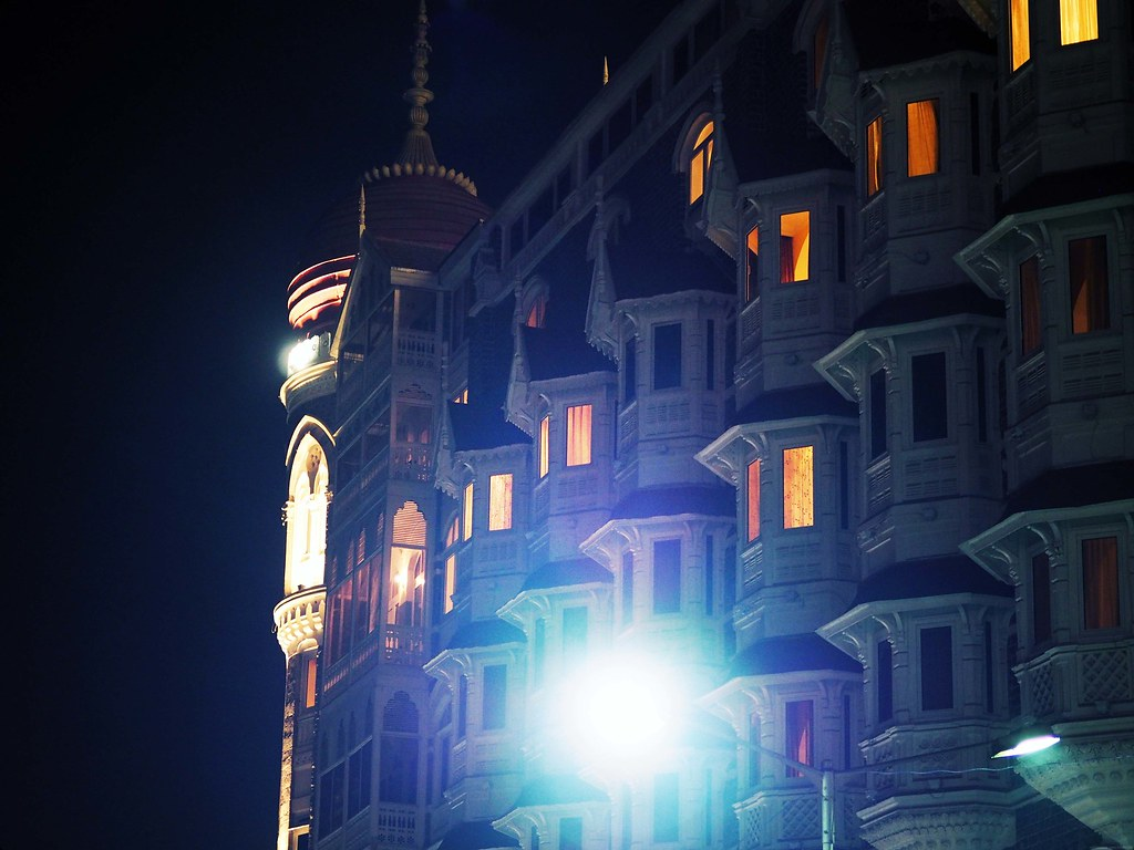 Taj Palace Hotel Street Light Night Evening Mumbai India_effected