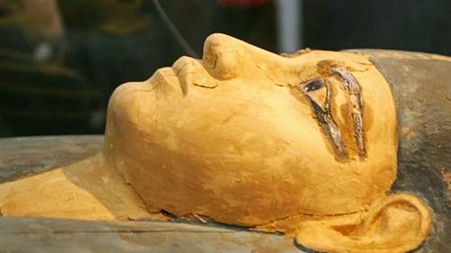 حث الأدب المصري الرجل على احترام المرأة وحرمتها حتى لو لم تكن زوجته
