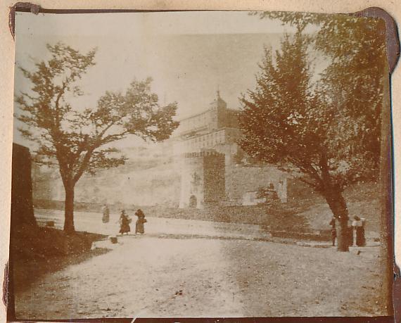 Olmos negrillos del Paseo de la Rosa en Toledo en 1898. Fotografía de un anónimo francés.