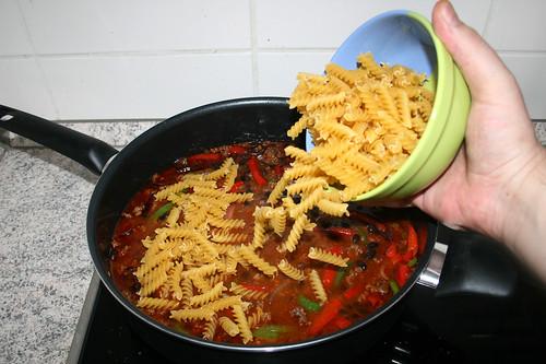 30 - Rohe Nudeln dazu geben / Add unccoked noodles