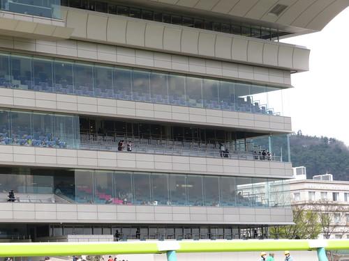 福島競馬場のラウンジ席のバルコニー