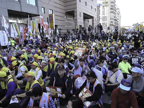 封面圖片說明  反勞基法修惡大遊行活動集結情形1061223
