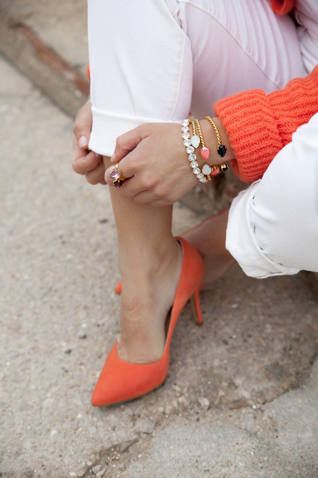 02_Burberry_Outfit_White_overall_Combinar_peto_con_tacones_mas34_theguestgirl_influencer_barcelona
