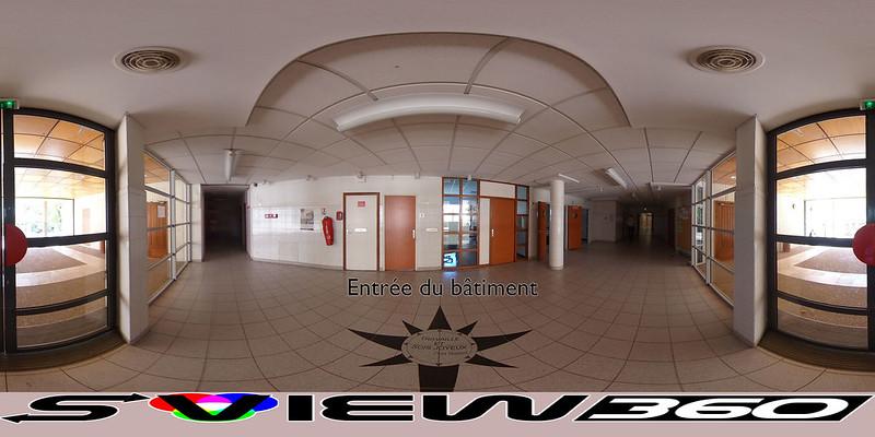 03 - Entrée du bâtiment