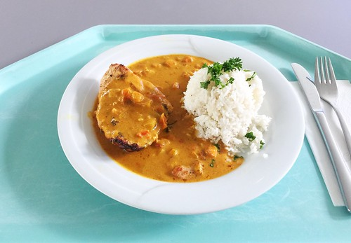 Fried chicken breat with tikka masala sauce & basmati rice / Gebratene Hähnchenbrust in Tikka Masalasauce & Basmatireis