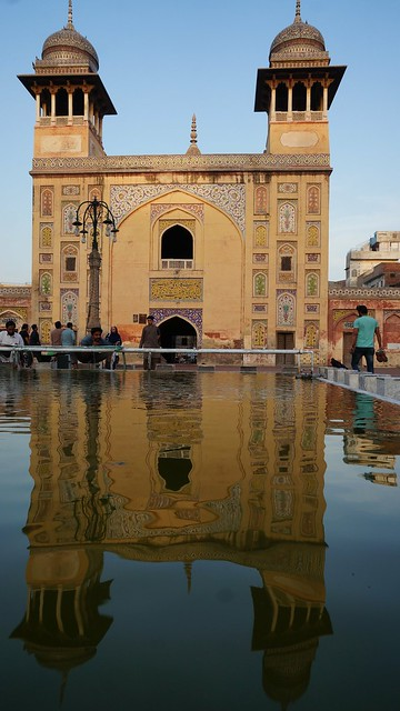 Reflection of mosque gate, Sony NEX-6, Sony E 16mm F2.8