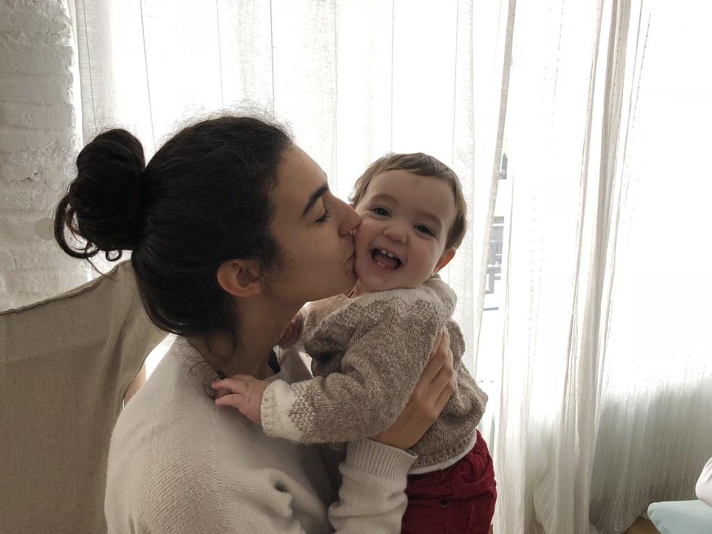 """Con la """"tita"""" Marta. Samuel es mucho más extrovertido que su hermana"""