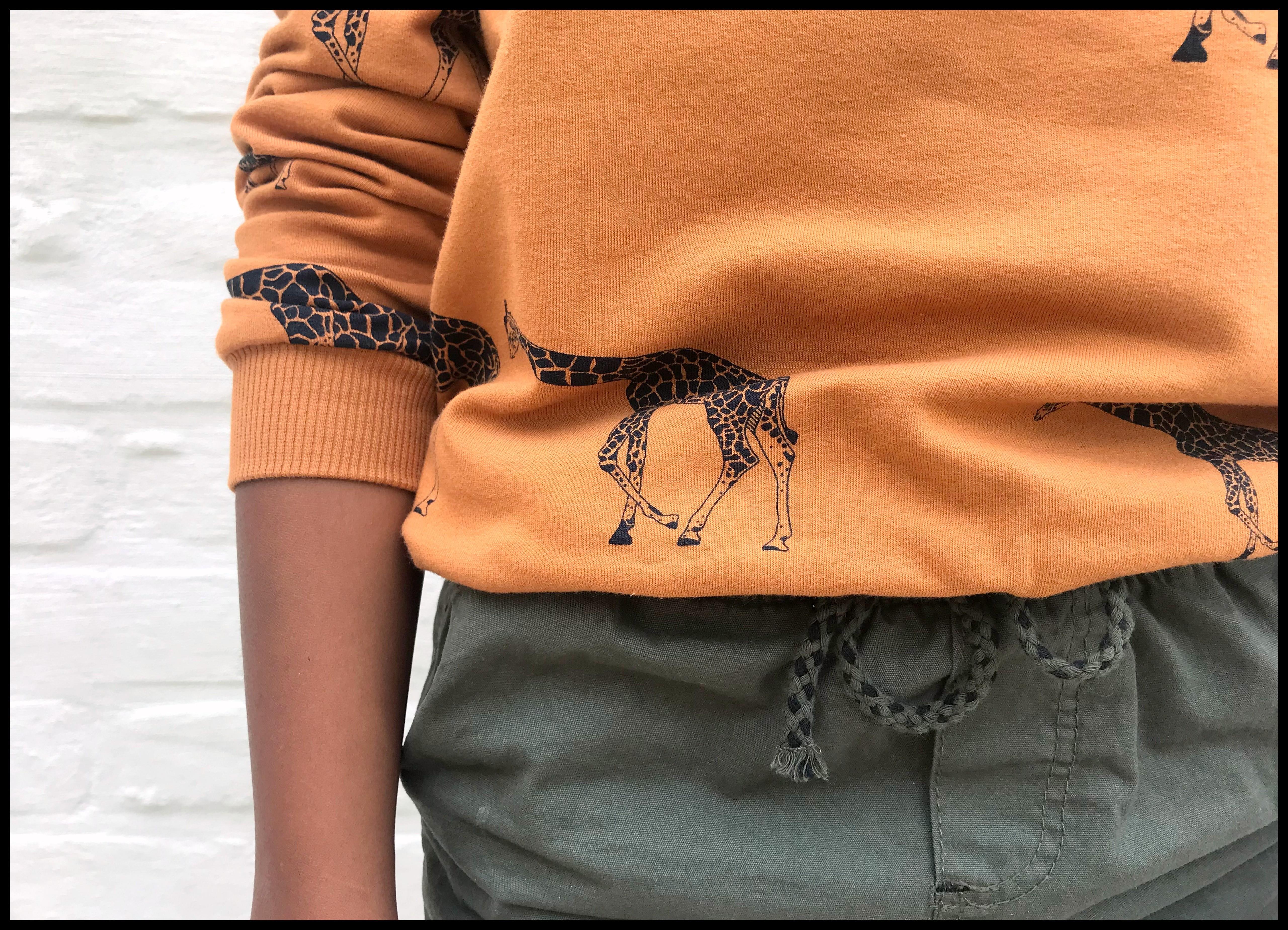 SYAS playtime 5 - giraffe sweater