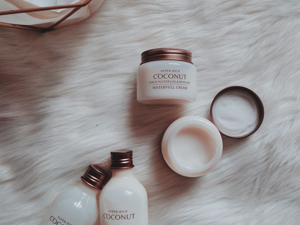 Esfolio Korea Products Review: Super Rich Coconut Waterfall Cream
