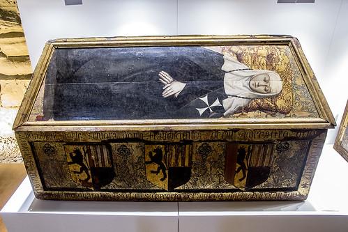 Monasterio de Sijena, Caja sepulcral de Francisquina de Erill (s. XV)