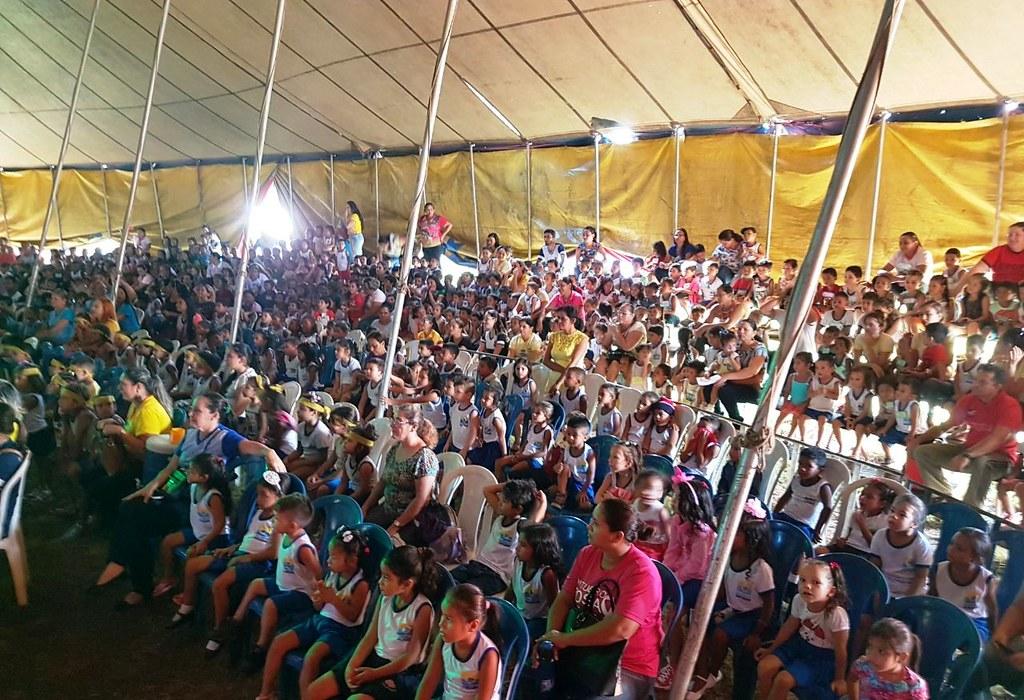 Blogueiro leva crianças de escolas municipais e idosos ao circo em Santarém, JK no circo