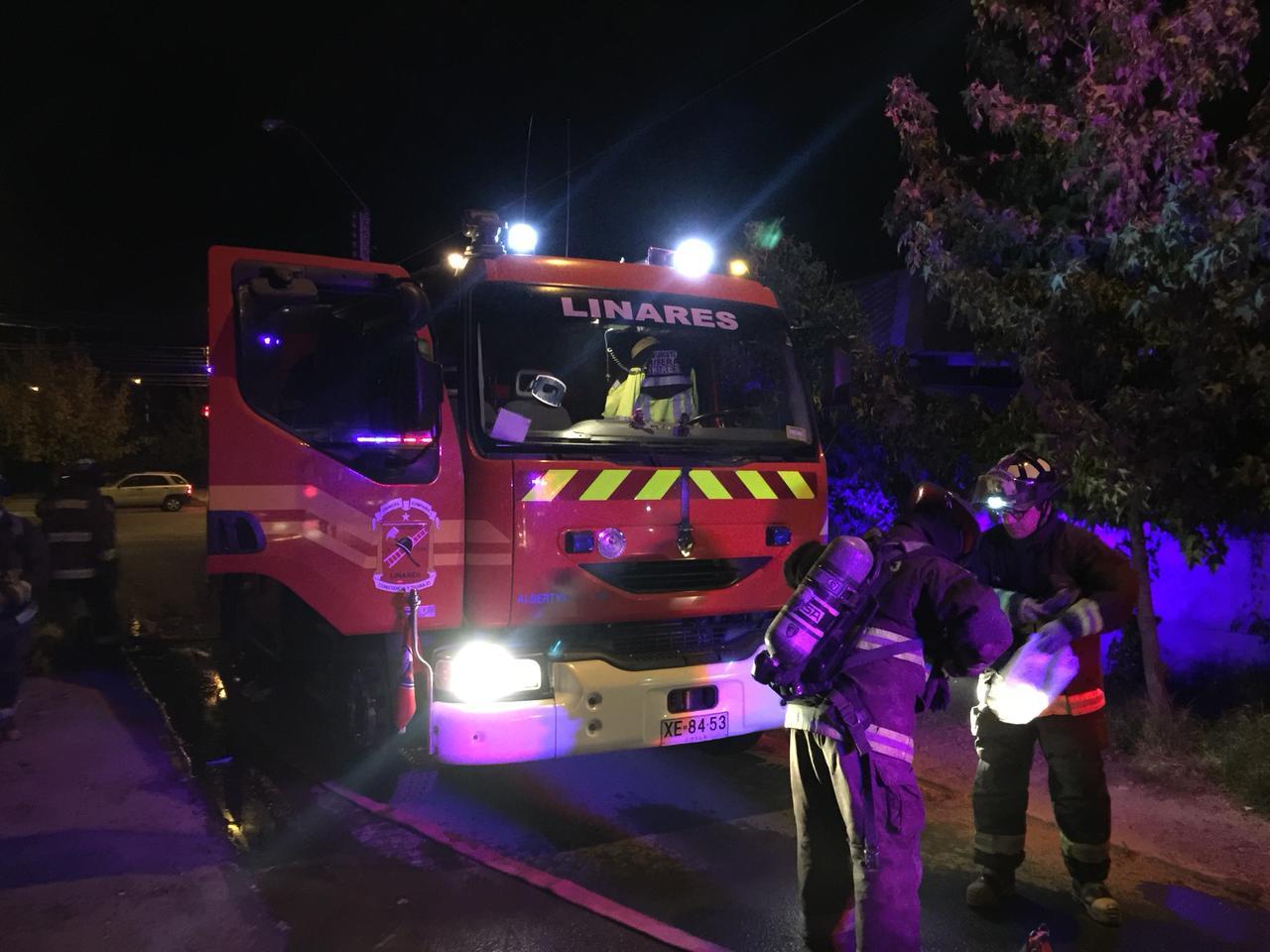 LINARES; Incendio afecto parte de una vivienda en la Villa María del Valle