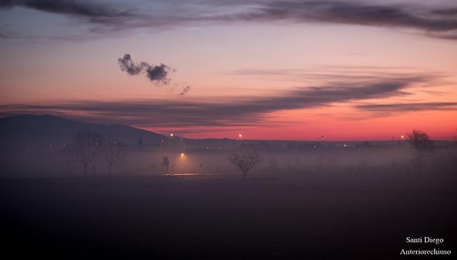 Nebbia e luci all'alba