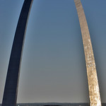Image de Gateway Arch près de St. Louis. gatewayarchstlouismo architecteerosaarinen eerosaarinen gatewayarchnationalparkstlouismo jeffesonnationalexpansionmemorialstlouismo gatewayarchatsunsetstlouismo roncogswell