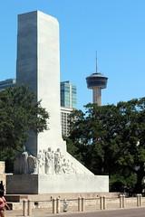 San Antonio: Alamo Plaza - Alamo Cenotaph