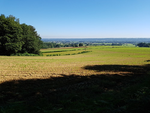 La plaine de Pau avec Soumoulou au loin et la ligne de crête d'Andoins Limendous