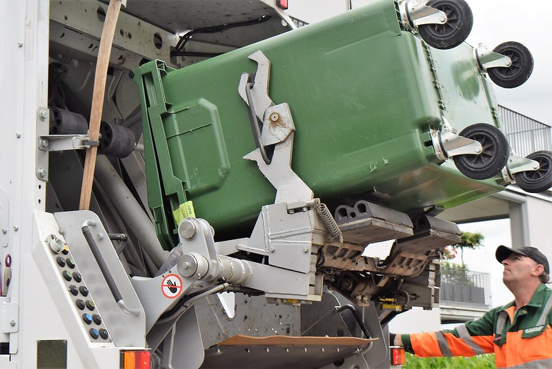 Dustbin Truck 12.06 (3)