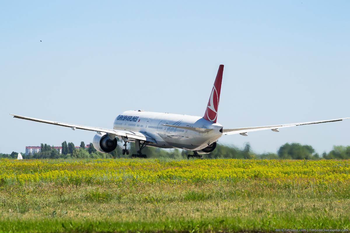 Boeing 777-300 TC-JLL Karadeniz Turkish Airlines