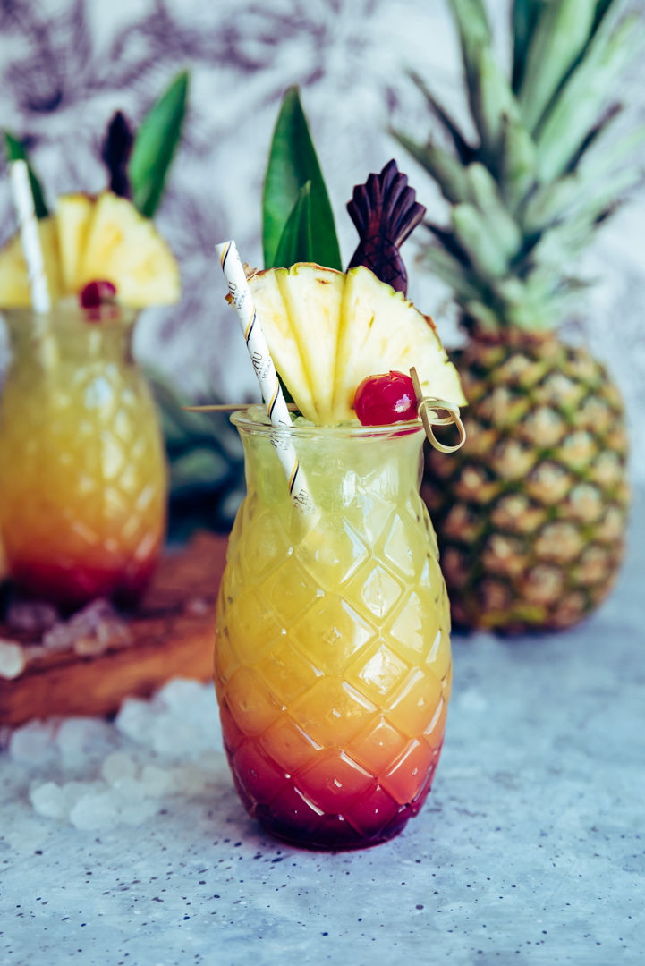 Maui Sunset Cocktail (Pineapple Hibiscus Vodka Cocktail) www.pineappleandcoconut.com #PAUMauiVodka #Earthday #sipresponsibly #noplastic #stopsucking #sipdontsuck #sponsored @paumauivodkaui Sunset Cocktail-201