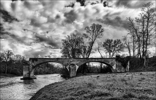 Ancien pont de briques.