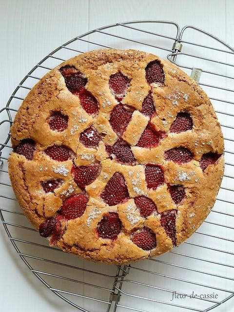 клубнично-миндальный пирог 1