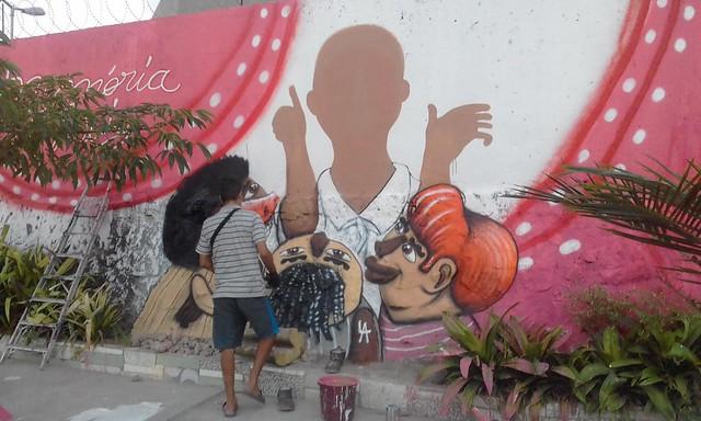 Moradores transformaram um espaço na comunidade em uma pracinha para homenagear Tio Luiz. - Créditos: Divulgação
