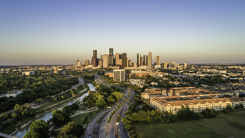 allenparkway buffalobayou dji eleanortinsleypark houston houstonstock phantompro4 texas usa unitedstatesofamerica aerial architecture buildings city downtown dusk image panorama photo skyline stock sunset f32 mabrycampbell may 2018 may92018 20180509downtowncampbelldji0222 88mm ¹⁄₅₀₀sec 100 24mm fav10 fav20 fav30