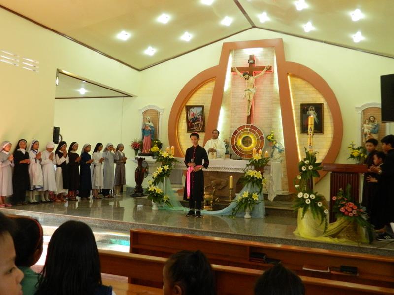 Lễ Chúa Chiên Lành tại Giáo xứ Hoa Châu