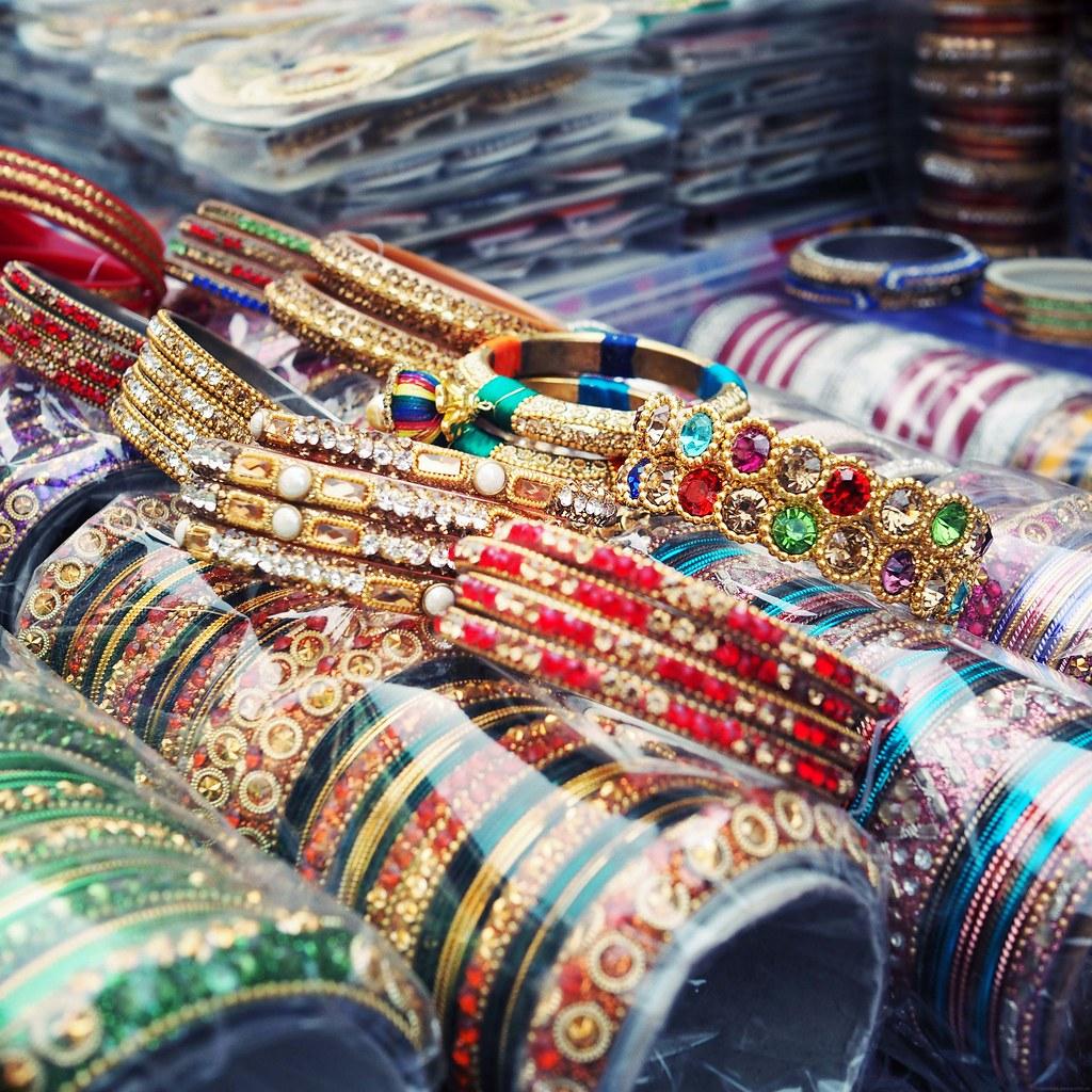 bhuleshwar market mumbai bangles diamante_effected