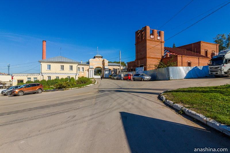 Спасские ворота и церковь Спаса Преображения (восстанавливается), Полотняный завод