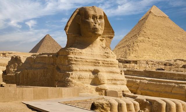 شكل (4)أهرامات الجيزة وأبوالهول، مصر القديمة 1530- 2630 ق.م، القاهرة