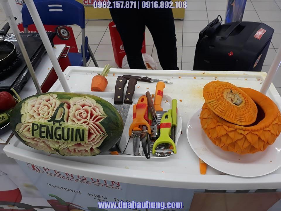 Cắt tỉa dưa hấu và bí ngô trang trí cho thương hiệu dao Thái Lan Penguin
