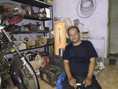 Person at workshop: Micronox Bubble Generator. Support by Mataair Nusantara