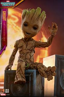 跟著小格魯特一起手舞足蹈吧~~! Hot Toys – LMS005 -《星際異攻隊2》小格魯特 Groot 1:1 比例人偶作品