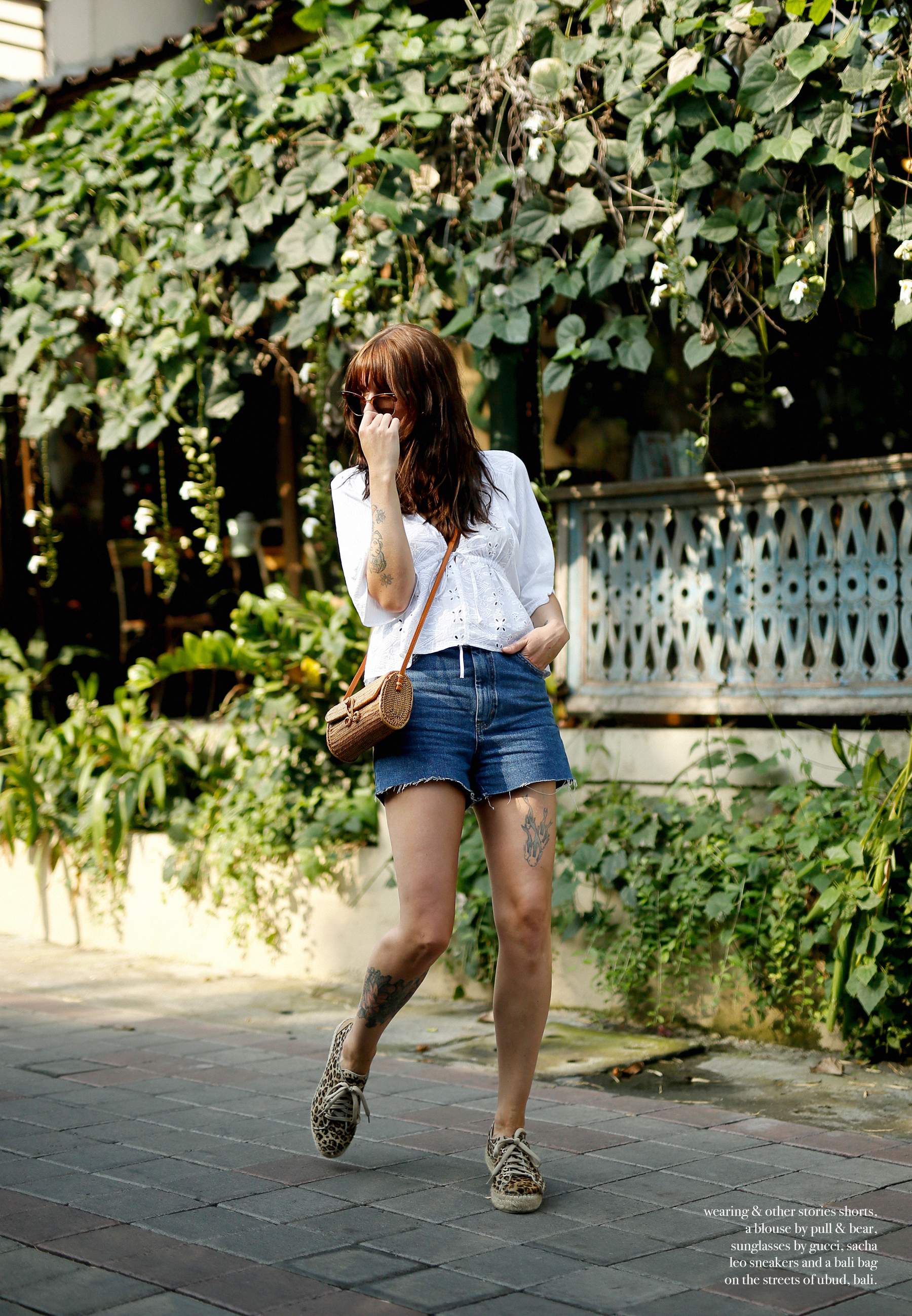 outfit bali denim shorts & other stories pull and bear blouse gucci sunglasses sacha shoes ubud styling style art market modeblogger travelblogger outfitblog ricarda schernus max bechmann 5