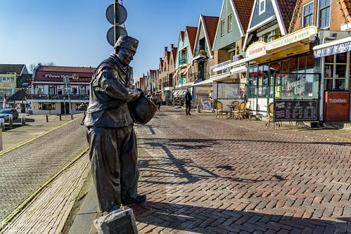 Volendam Statue