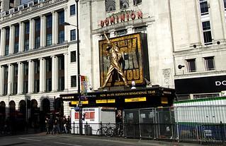 Dominion Theatre, Londra - Statua Freddie Mercury - 2003