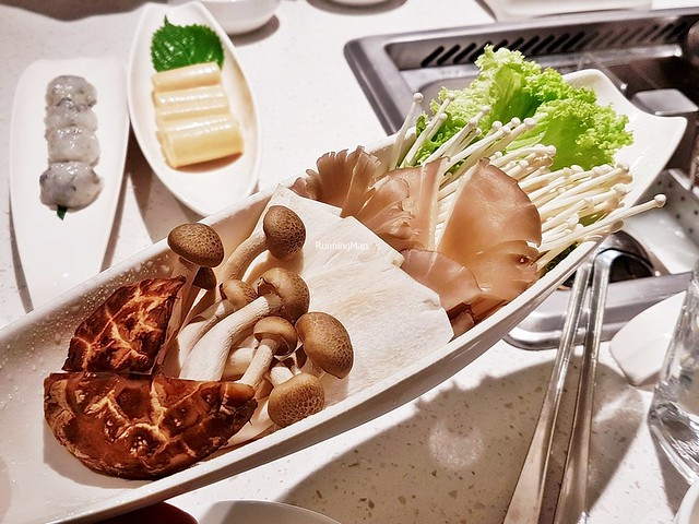 Raw Mushrooms - Shiitake, Straw, King Trumpet, Golden