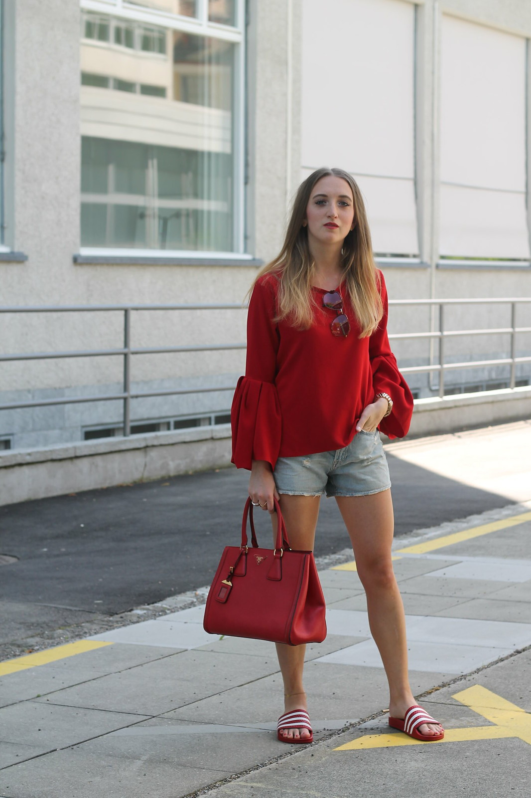 red-blouse-and-adiletten-wiebkembg