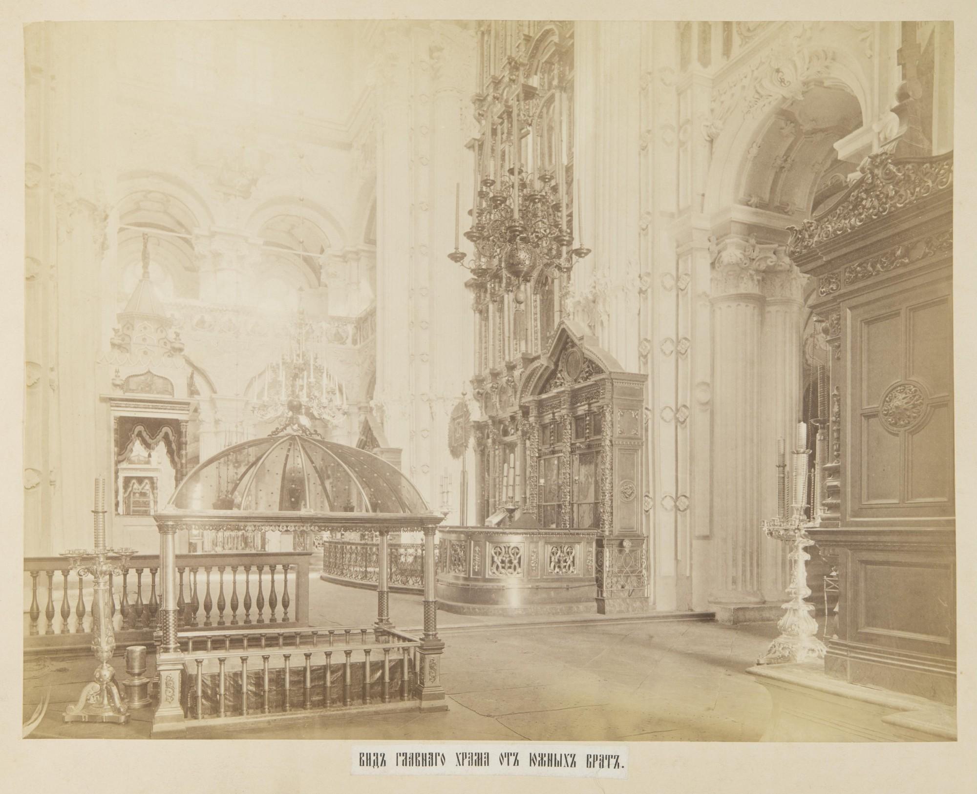 Вид главного храма от южных врат