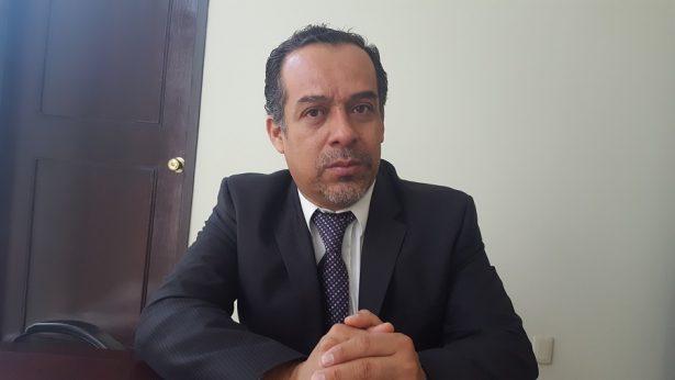 12.- Lic. Ernesto Aguilar García, titular del Juzgado Administrativo del municipio de Durango, con su complacencia o su ignorancia dos funcionarios de la dependencia