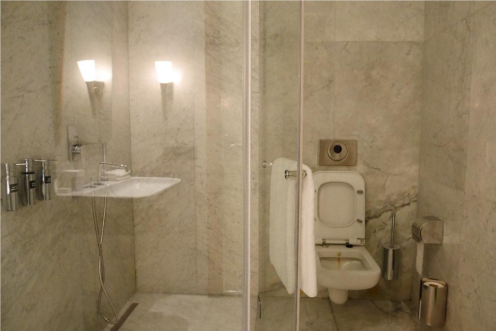 土航CIP Lounge盥洗室內部