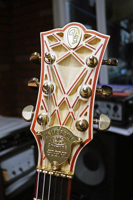 Universum Guitars  - z cream Elena (3)