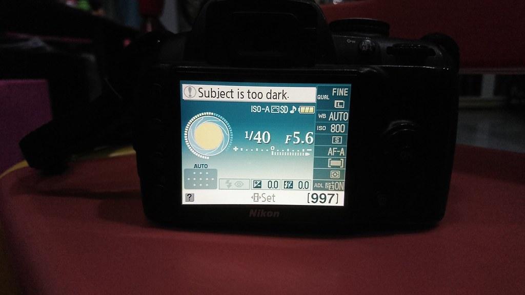 Dư dùng bán Nikon D3000 + lens kit + sạc + 02 pin - 2
