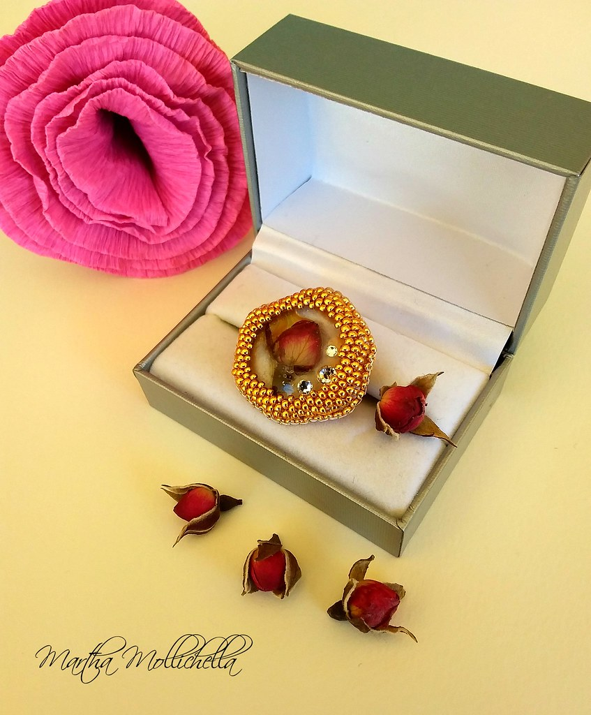 Resinart Resin obsession Swarovski and roses